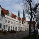 Das Appartement liegt im Lübecker Domviertel direkt am Wasser. Es gibt eine Parkmöglichkeit.